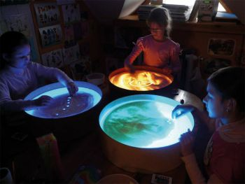 light bucket with researching children