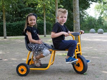 Rabo Taxi-Trike with happy children in action