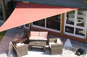 Awning permeable to water triangle in color rost