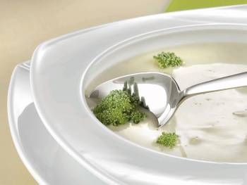 Soup plate with fillet function with soup and spoon