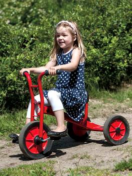 Tricycle medium by winther with happy girl
