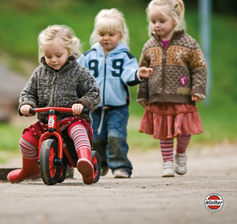 MINI Scooter with little girls
