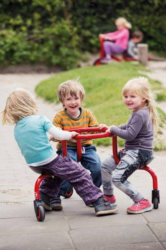 Winther Challenge Circle Bike with happy kids