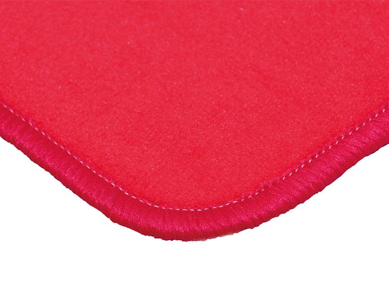 Play rug rectangular red with chained edges
