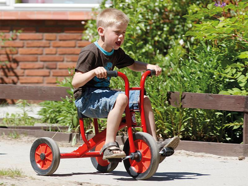 Tricycle medium by winther with happy driving boy